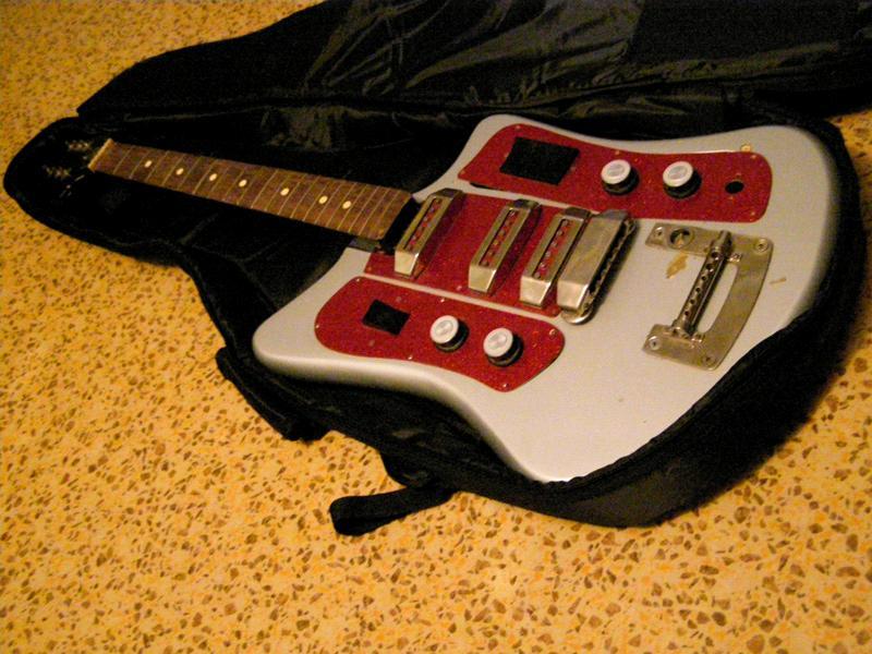 Гитару я перекрасил, на это