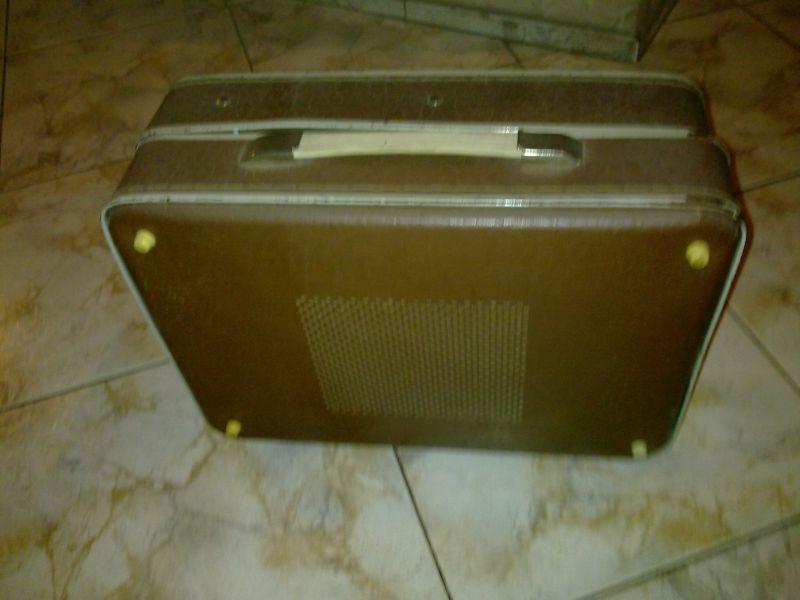 Приму фибровый чемоданчик от советского проигрывателя.