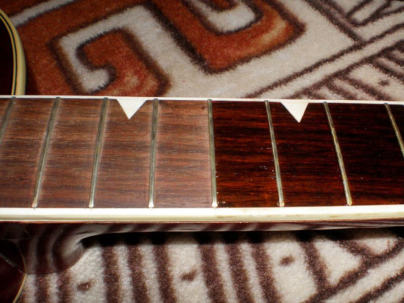 Гитара в форме палочки